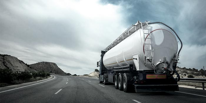 Truck driving on the motorway | Atradius